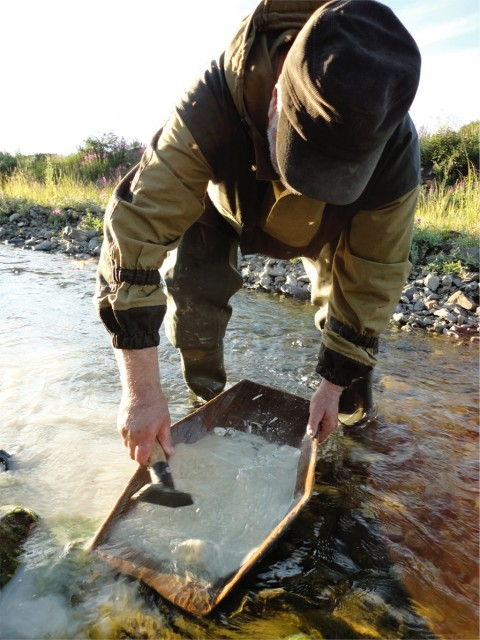 Valery Kryachko panning at the Listvenitovyi stream.