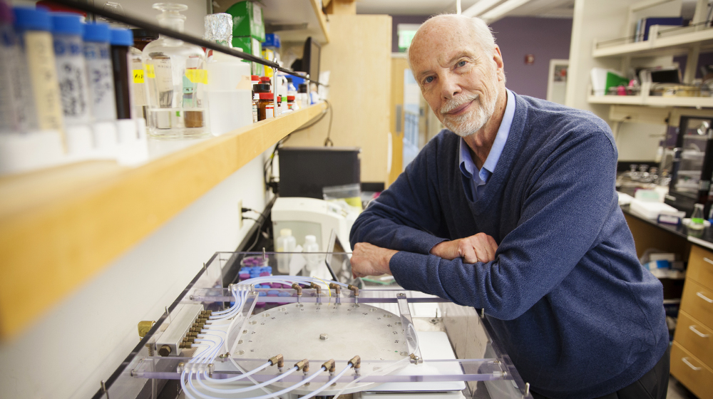 David Deamer, a biochemist at the University of California, Santa Cruz, has developed a device to mimic the conditions on early Earth.