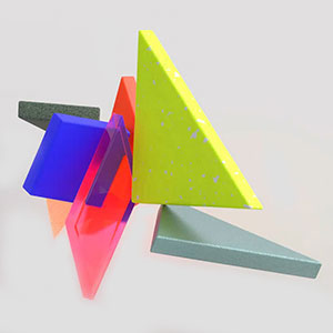 Animation showing two sets of tangrams cycling between identical squares and different shapes.