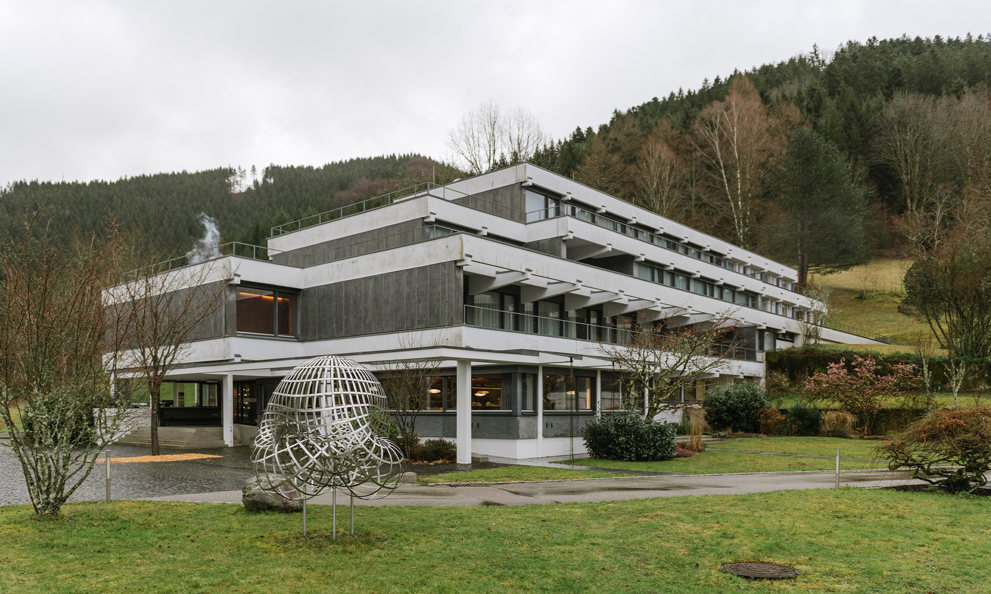 Exterior photo of the grounds of the Oberwolfach Research Institute for Mathematics in Germany