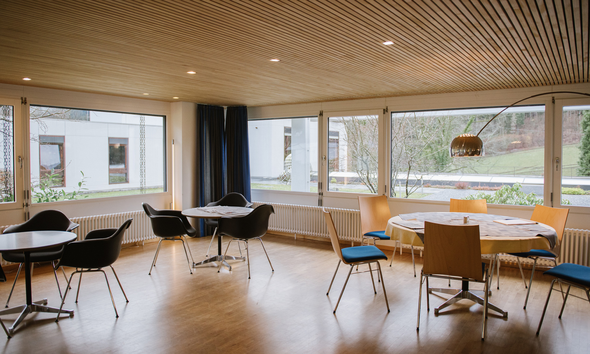 Photo of tables and chairs in a room at Oberwolfach