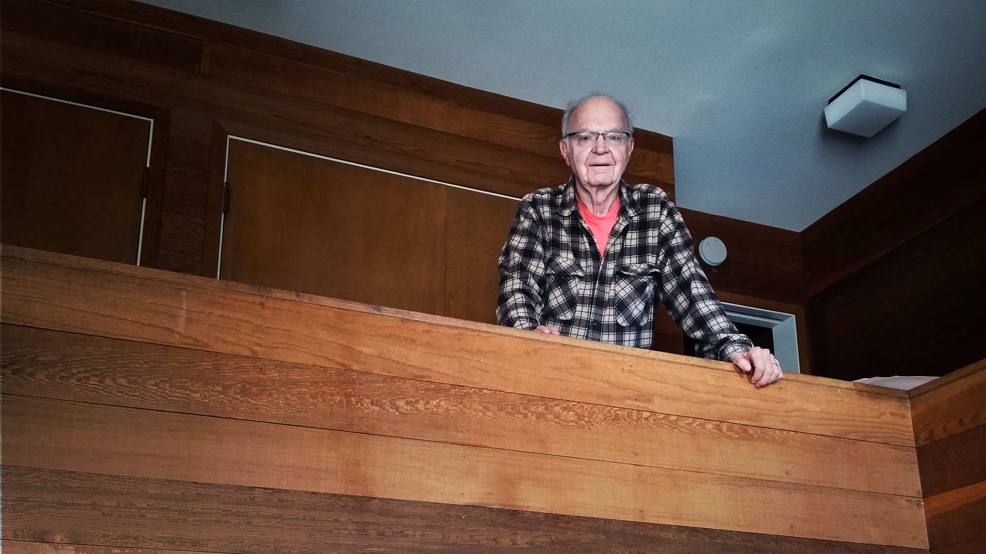 Photo of Donald Knuth at his home on a wooden balcony