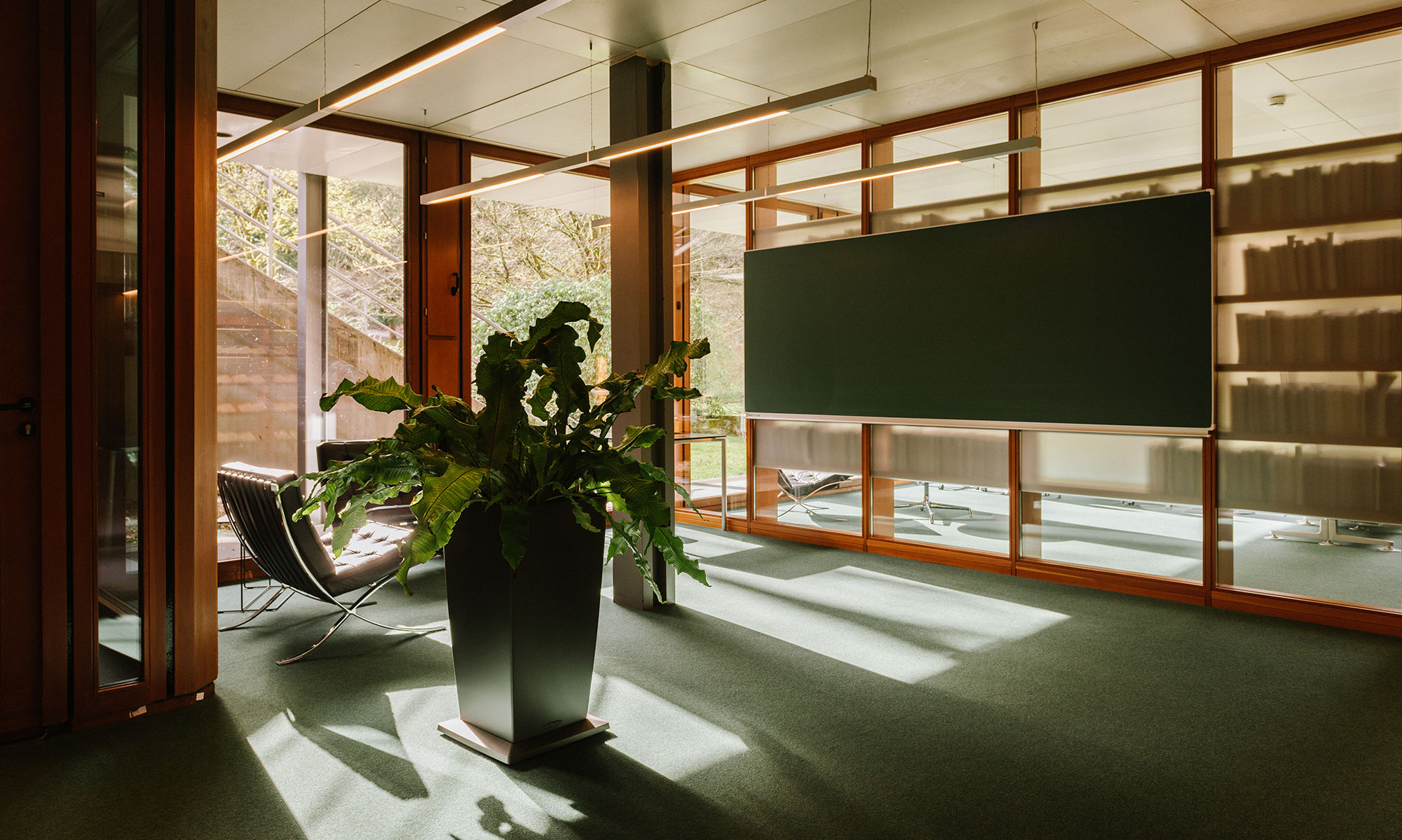 Photo of an empty room in a library at the Oberwolfach Research Institute for Mathematics