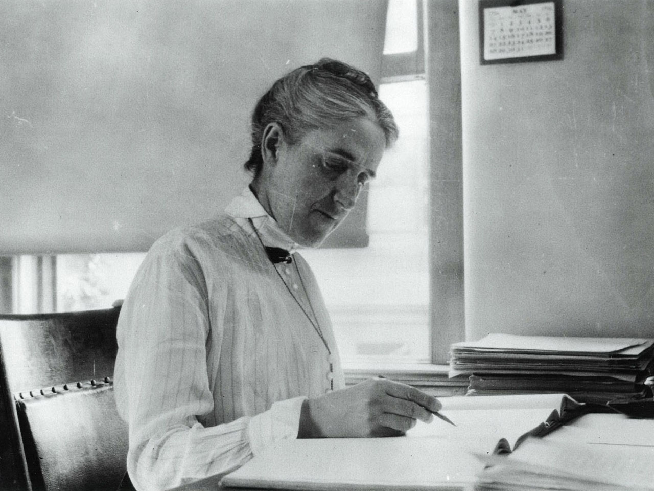 Black-and-white photo of Henrietta Swan Leavitt.