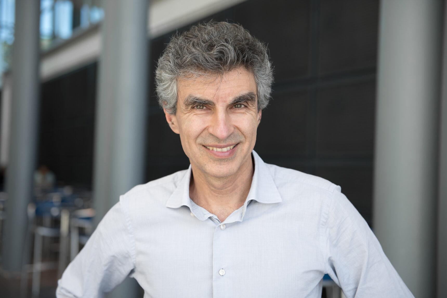 Foto de Yoshua Bengio, informático de la Universidad de Montreal, director científico de Quebec.