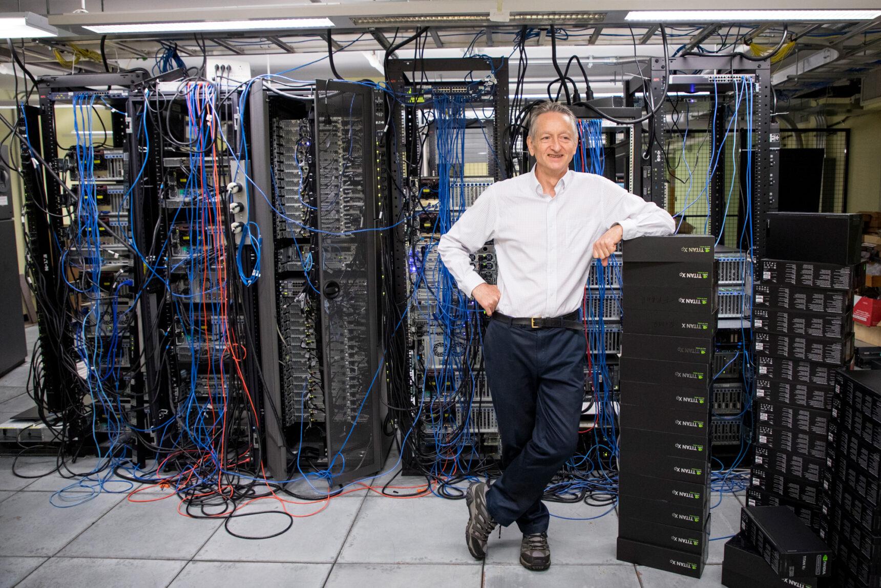 Foto de Geoffrey Hinton de la Universidad de Toronto en su laboratorio de informática.